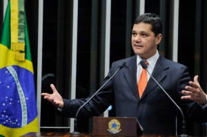 Senador Ricardo Ferraço (PMDB-ES) elogia a política de internação compulsória para usuários de crack adotada pela Prefeitura do Rio de Janeiro