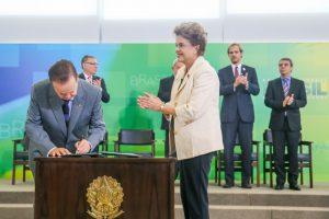 RSF_Dilma-Rousseffe-empossa-Lula-como-Ministro_05-850x567