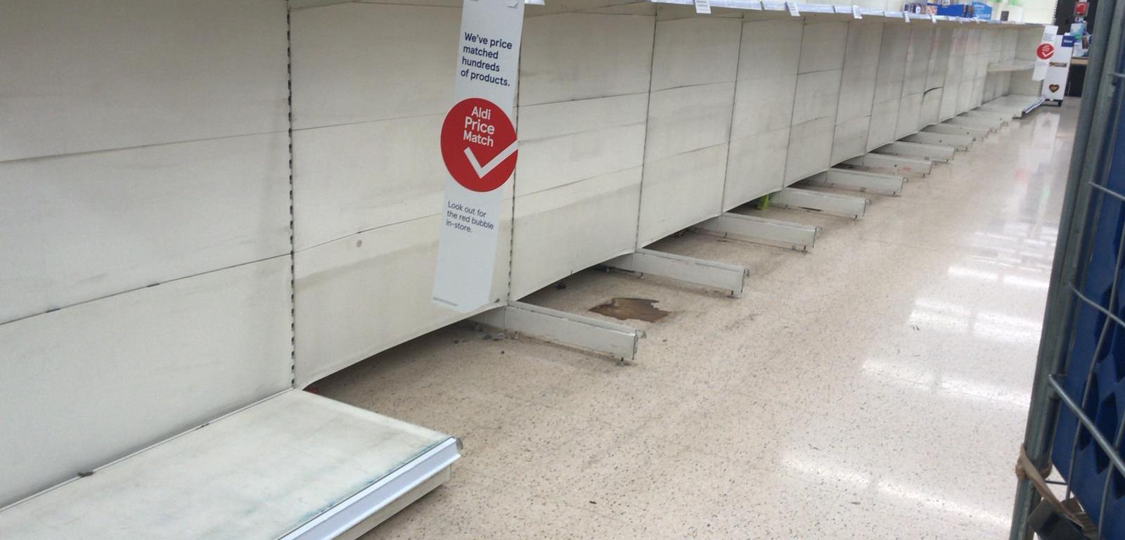 Prateleira vazia no supermercado Tesco, em Watford - Inglaterra. Foto de Paulo Madeira.